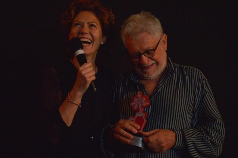 Patrícia Pillar recebe homenagem das mãos de Walter Carvalho e ressalta importância do Fest Aruanda para o cinema nacional
